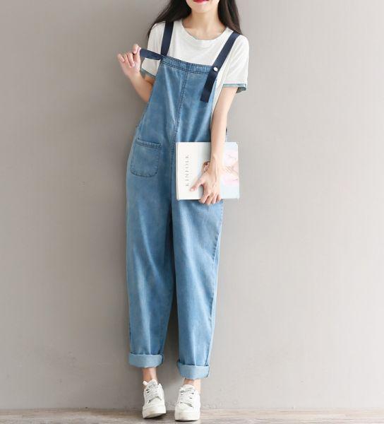 Salopette en jeans pour femme avec coupe large oversize et poches avant arrière