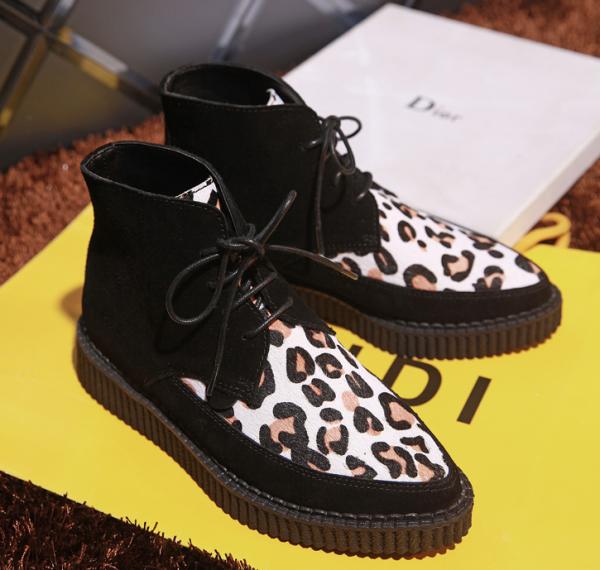 Petites chaussures pour femmes avec lacets Clous arrières