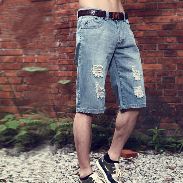 Short baggy streetwear collection en jean style délavé déchirure