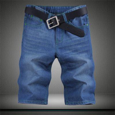 Short en jeans avec teinture rayée sur les poches