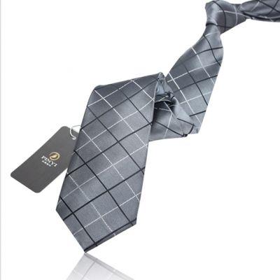 Cravate grise avec rayures croisées noir blanc