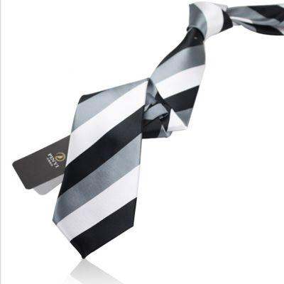 Cravate avec larges rayures blanc gris noir