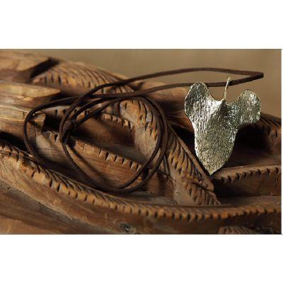 Collier fantaisie en imitation cuir avec feuille effet dorée