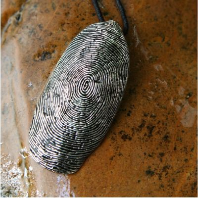 Collier fantaisie avec pendentif en cuivre empreinte