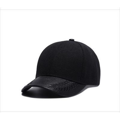 Casquette noire vièrge avec visière arrondie cuir écailles