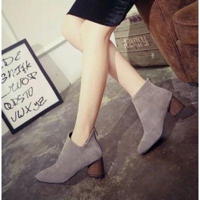 Chaussures  à petit talon pour femme sans lacets imitation daim