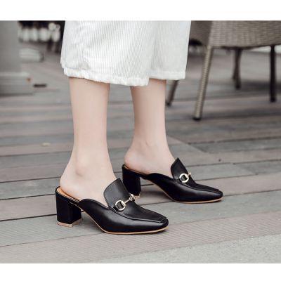 Chaussures à enfiler slip on à talon avec sangle dorée style mocassin