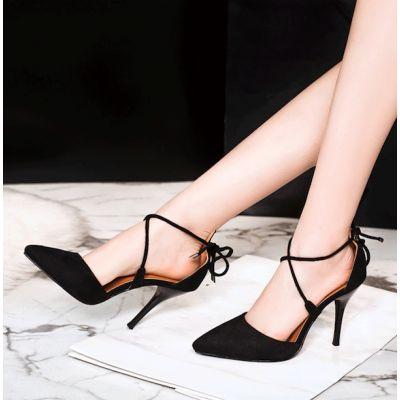 Chaussures à talon haut et bride cheville simple en daim