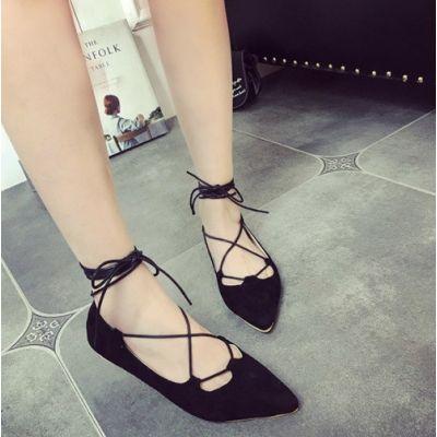 Chaussures plates à pointe pour femme avec laçage cheville