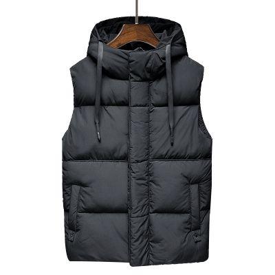 Doudoune épaisse à capuche sans manches pour homme avec poches.
