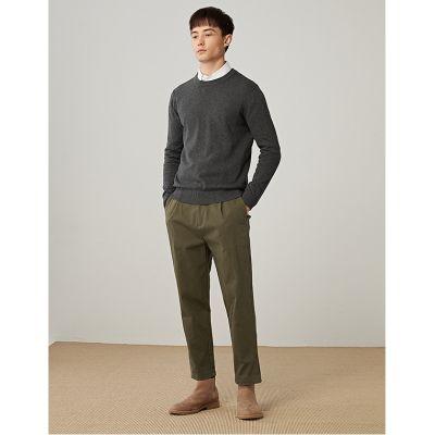 Pull en coton pour homme col rond manches longues.