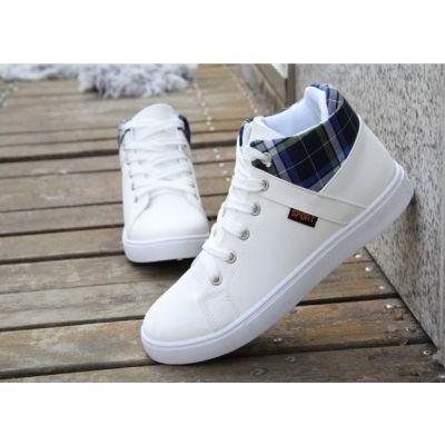 Chaussures basses tennis type Converse avec semelle et bout blancs
