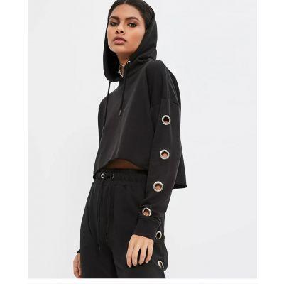 Sweatshirt à capuche court pour femme avec oeillets manches