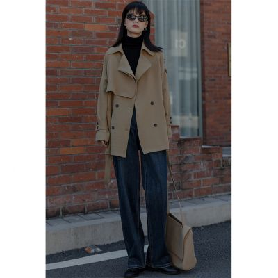 Trench-coat court beige lainage surpiqué