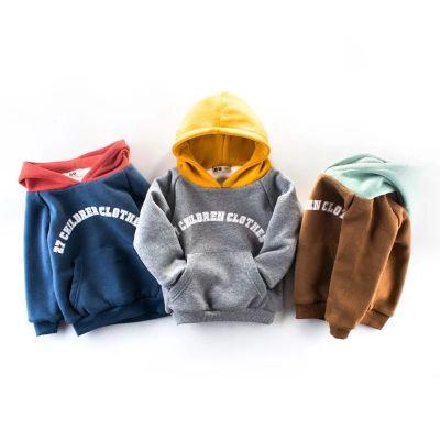 Sweatshirt à capuche enfant avec intérieur fourrure motif inscription