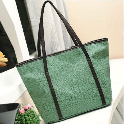 Grand sac à main avec lanière épaule imitation peau de croco