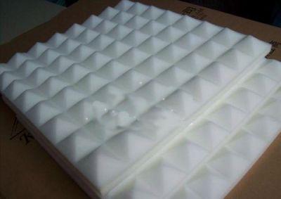Mousse acoustique isolante en pyramide 50 x 50 cm