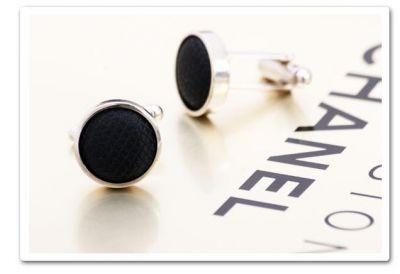 Boutons de manchettes ronds noir avec bords chrome