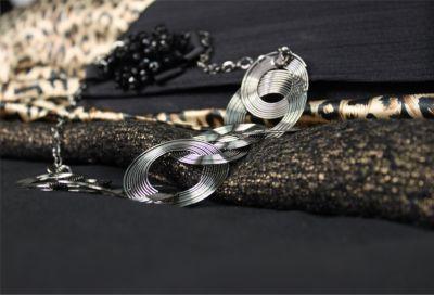 Collier fantaisie avec multiples anneaux fins bijouterie fashion pour femmes