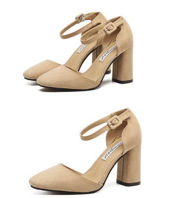 Chaussures à talon avec sangle cheville
