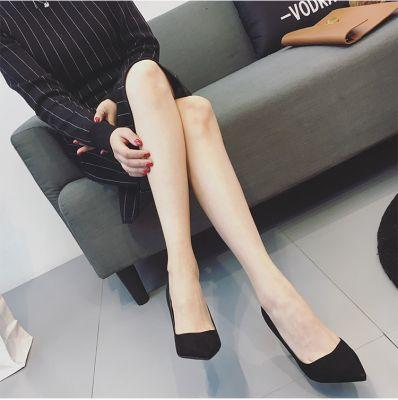 Chaussures à talon en pointe avec details métalliques