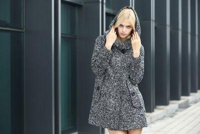 Manteau pour Femme en Tricot avec Col Capuche et Bouton Exterieur Unique