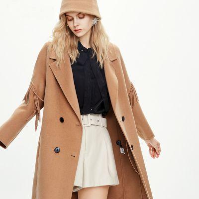 Manteau long en laine pour femme.