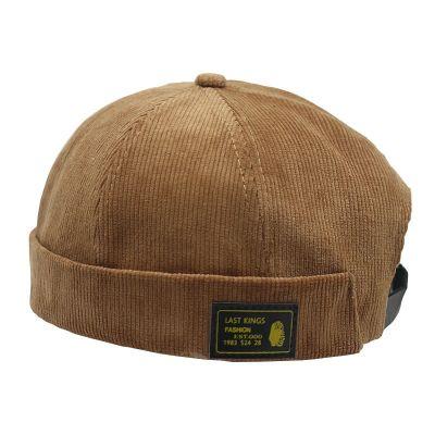 Petit bonnet velours côtelée style pêcheur.