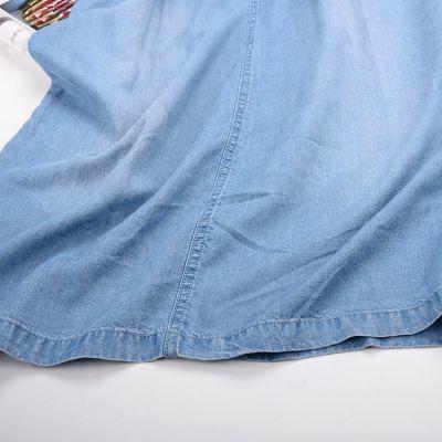 Robe en jeans à manches courtes avec décolleté à fermeture éclaire
