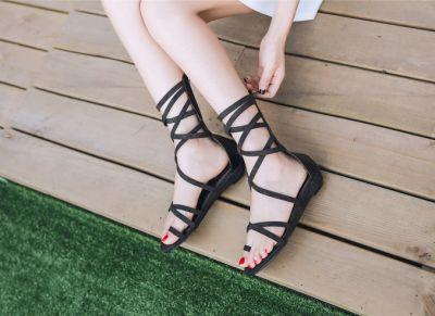Sandales spartiates plates imitation cuir reptile tendance