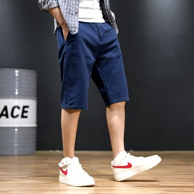 Short chino baggy pour homme.