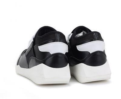 Sneakers noires avec bande élastique couvrante et semelle blanche