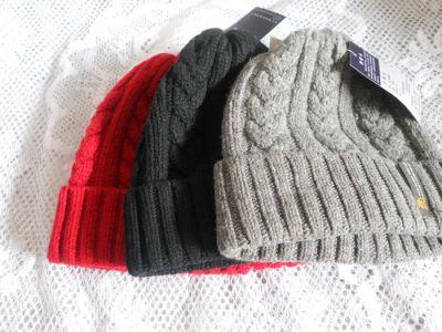Bonnet en laine brute épais avec motif tricoté